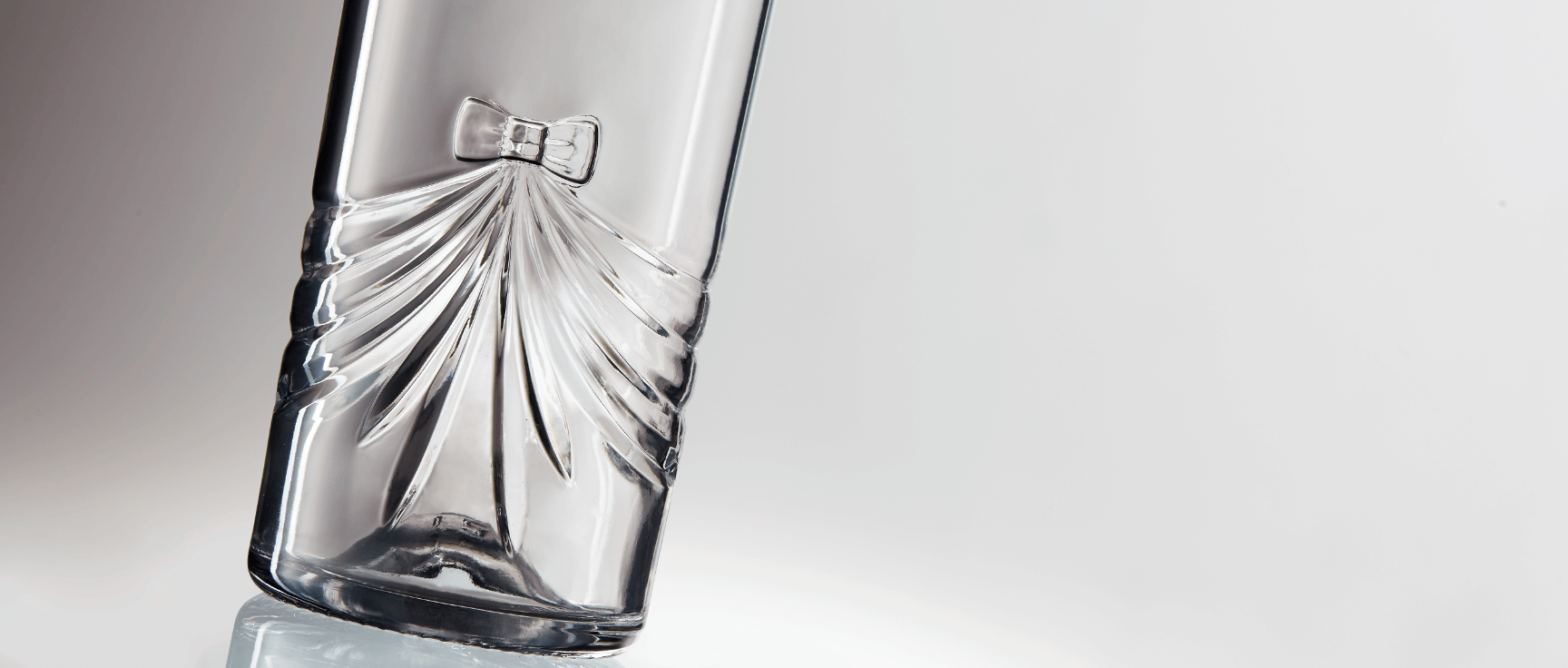 Engravings personalized for premium glass bottle by Selective Line
